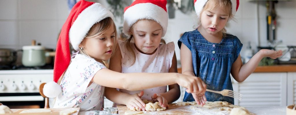 5 Fun Holiday Traditions to Start With Your Family
