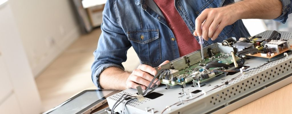 How to Decide if It's Worth It to Repair Your TV